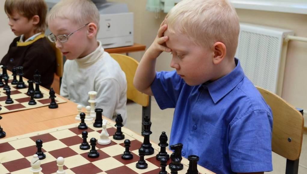 С какого возраста ребёнка обучать игре в шахматы?