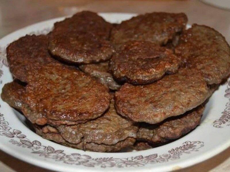 Печеночные оладьи из говяжьей печени — 8 пошаговых рецептов приготовления