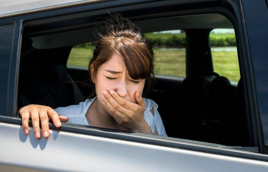Что делать, если ребенка укачивает в транспорте?
