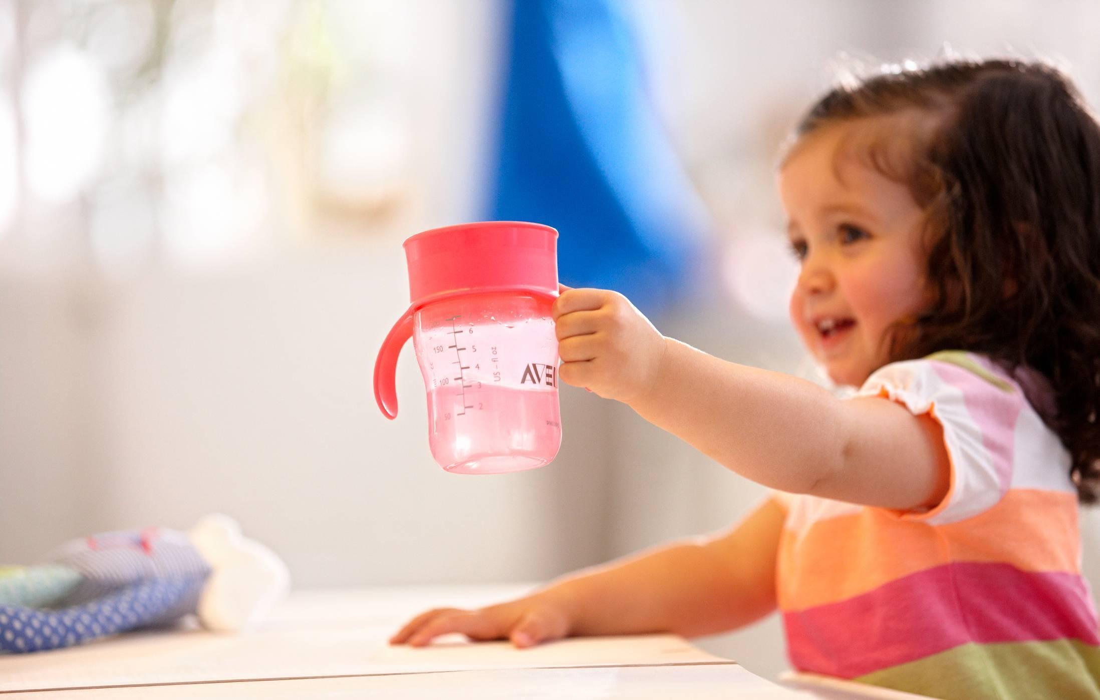 Учим ребенка пить из трубочки, кружки, поильника и бутылочки
