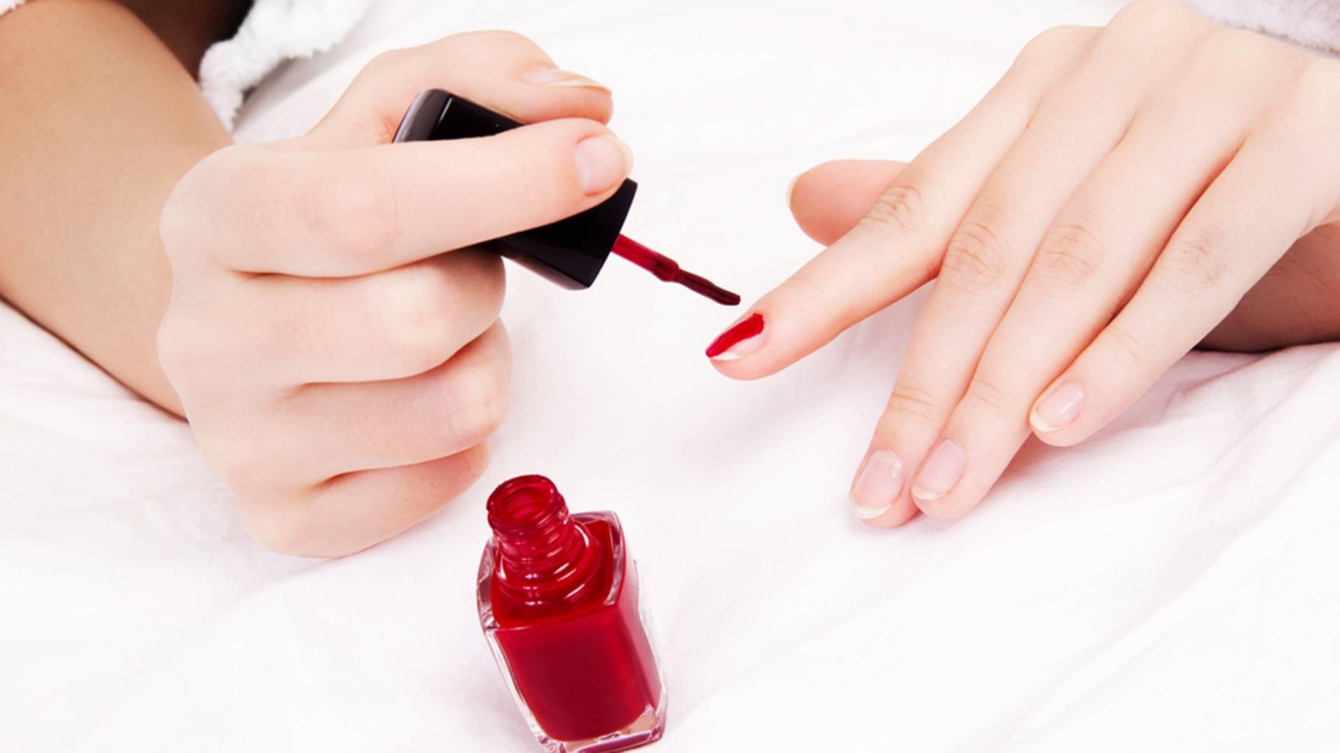 Можно ли делать гель-лак при беременности: красить ногти под лампой в 1 триместр, покрывать шеллаком на ранних сроках