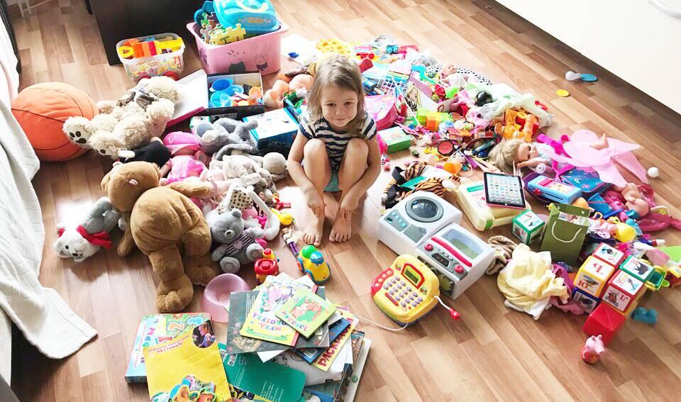 Как научить ребенка убирать игрушки? 5 историй