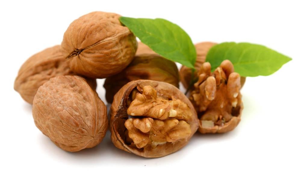 Какие орехи можно при грудном вскармливании в первый и последующие месяцы / mama66.ru