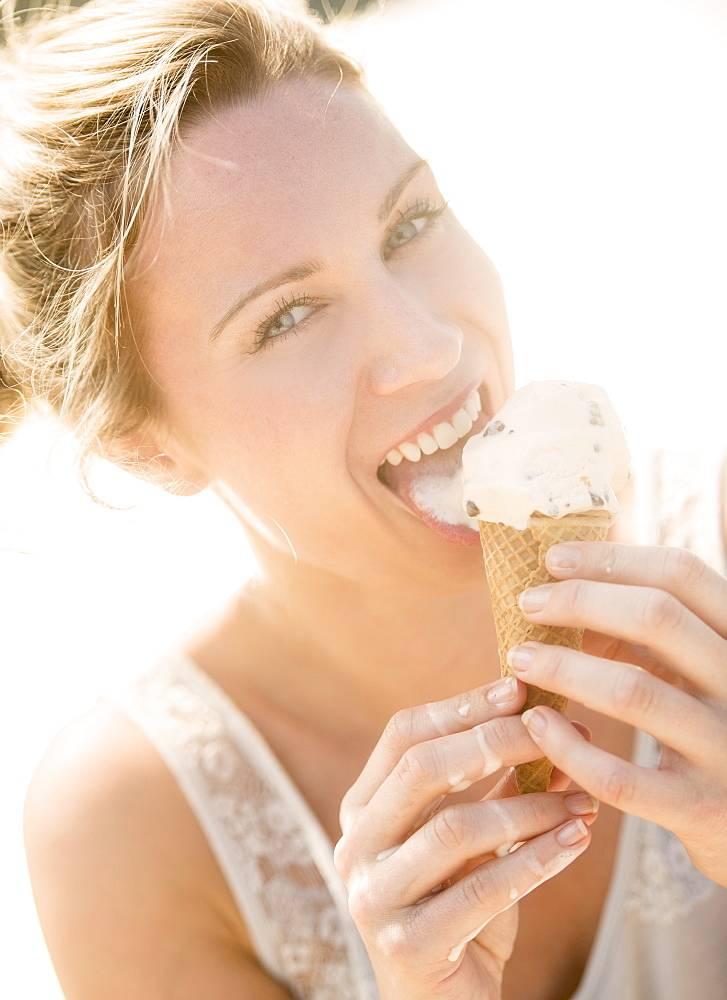 Можно ли мороженое при грудном вскармливании новорожденного? советы кормящей маме  | семья и мама