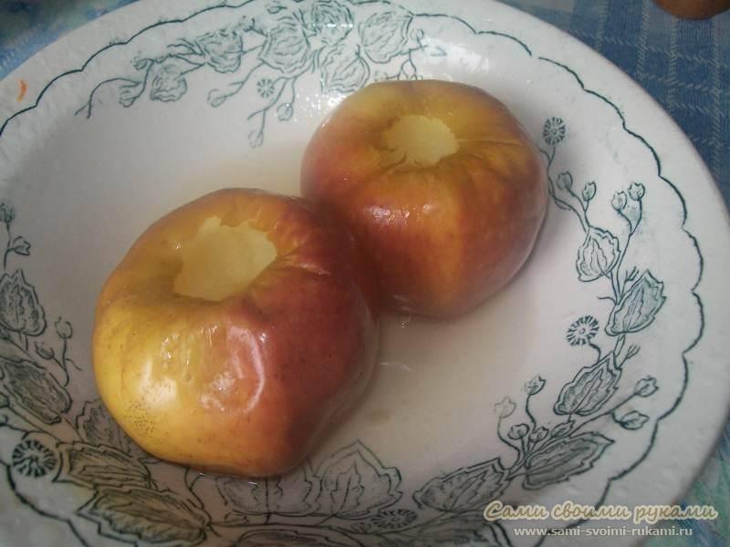 Можно ли яблоки при грудном вскармливании (печеные, свежие, зеленые, красные, в виде яблочного сока и компота), как запечь их в микроволновке или духовке, не будет ли аллергии