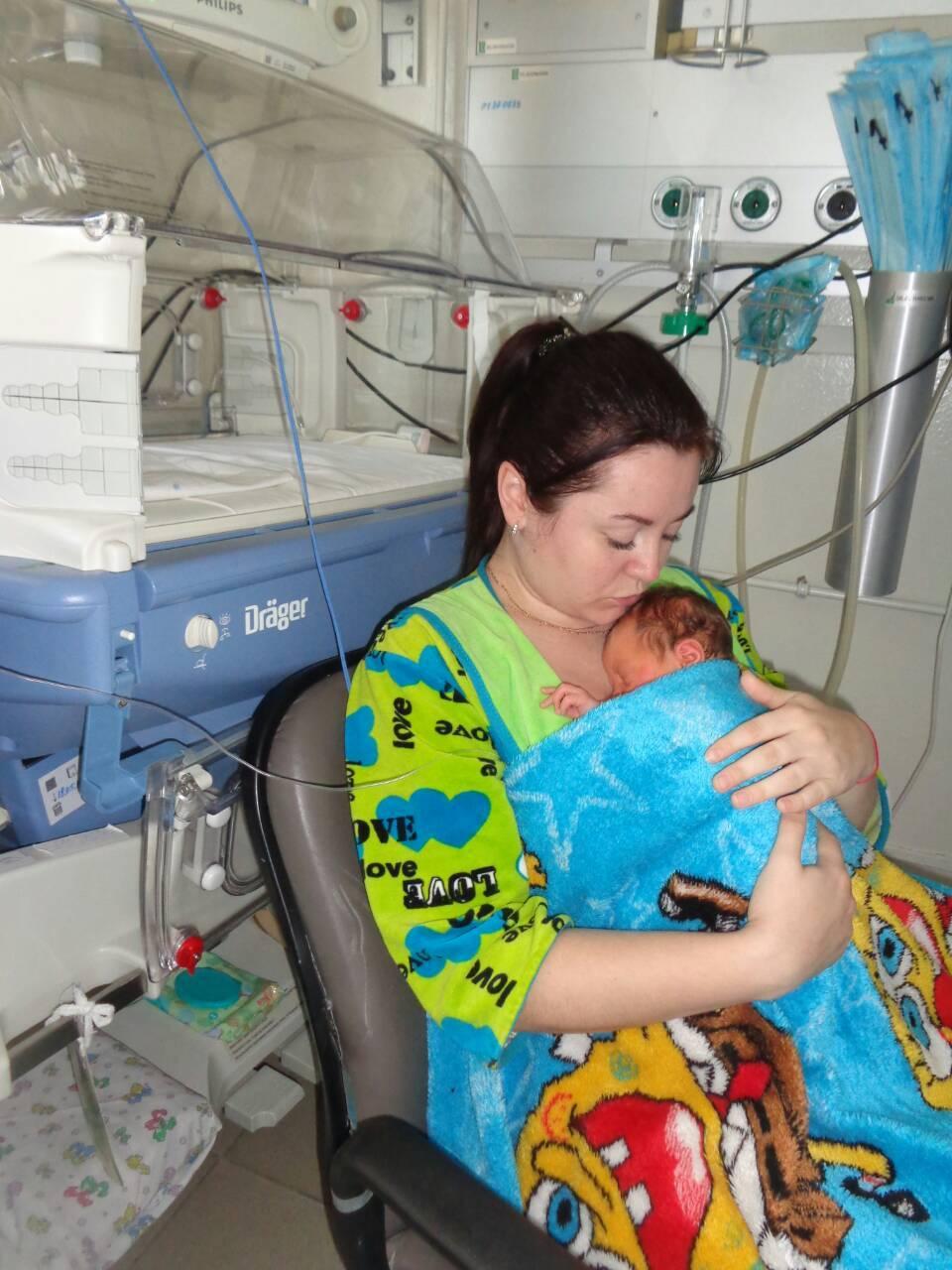Недоношенные дети и метод кенгуру