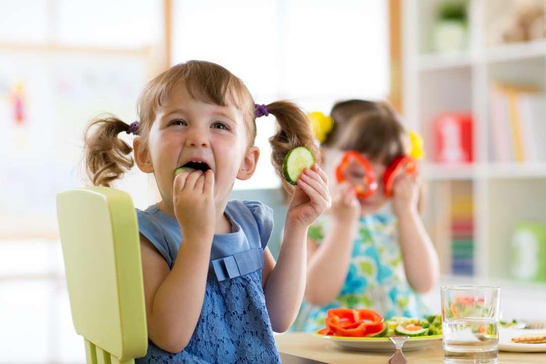 Детское питание. ребенок не ест фрукты? разберемся, как выйти из положения