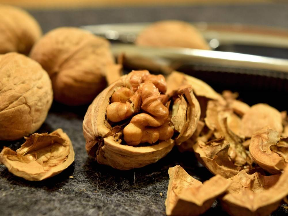 Можно ли при грудном вскармливании есть орехи