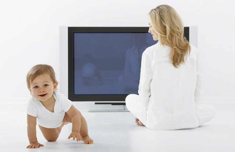 Почему детям нельзя есть перед телевизором