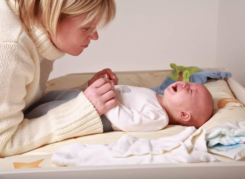 Причины недовольства и плача ребёнка при кормлении