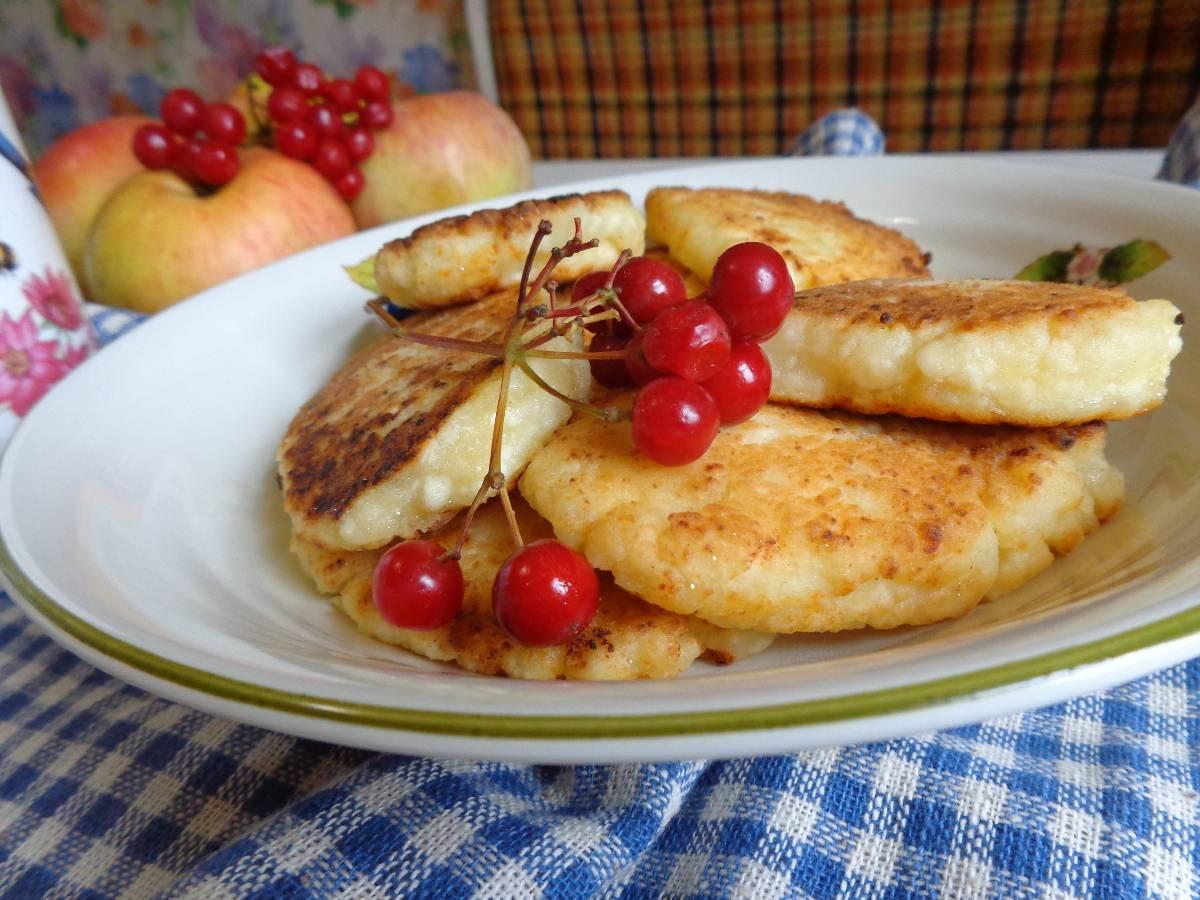 Лучшие рецепты сырников для детей: идеи полезного завтрака
