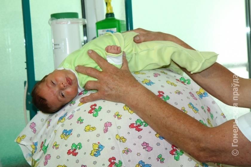 """Метод """"кенгуру"""" для недоношенных детей: выхаживание младенцев данным способом, необходимые условия, эффективность, противопоказания"""