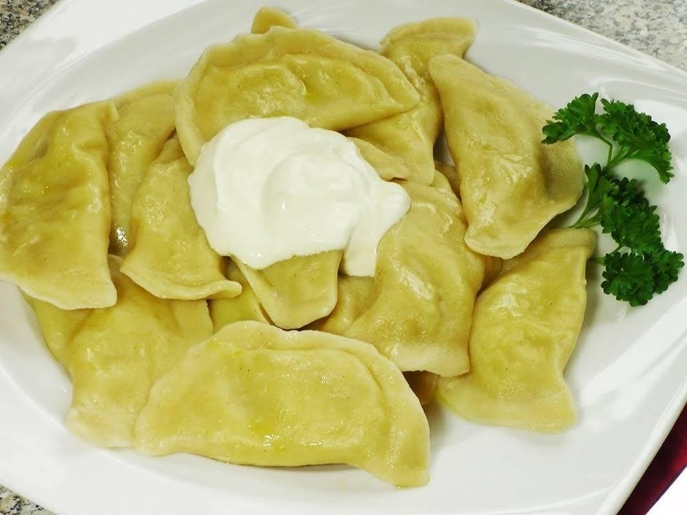 Можно ли кормящей вареники с картошкой. польза творога при грудном вскармливании. разрешено ли употреблять кормящей маме такие полуфабрикаты