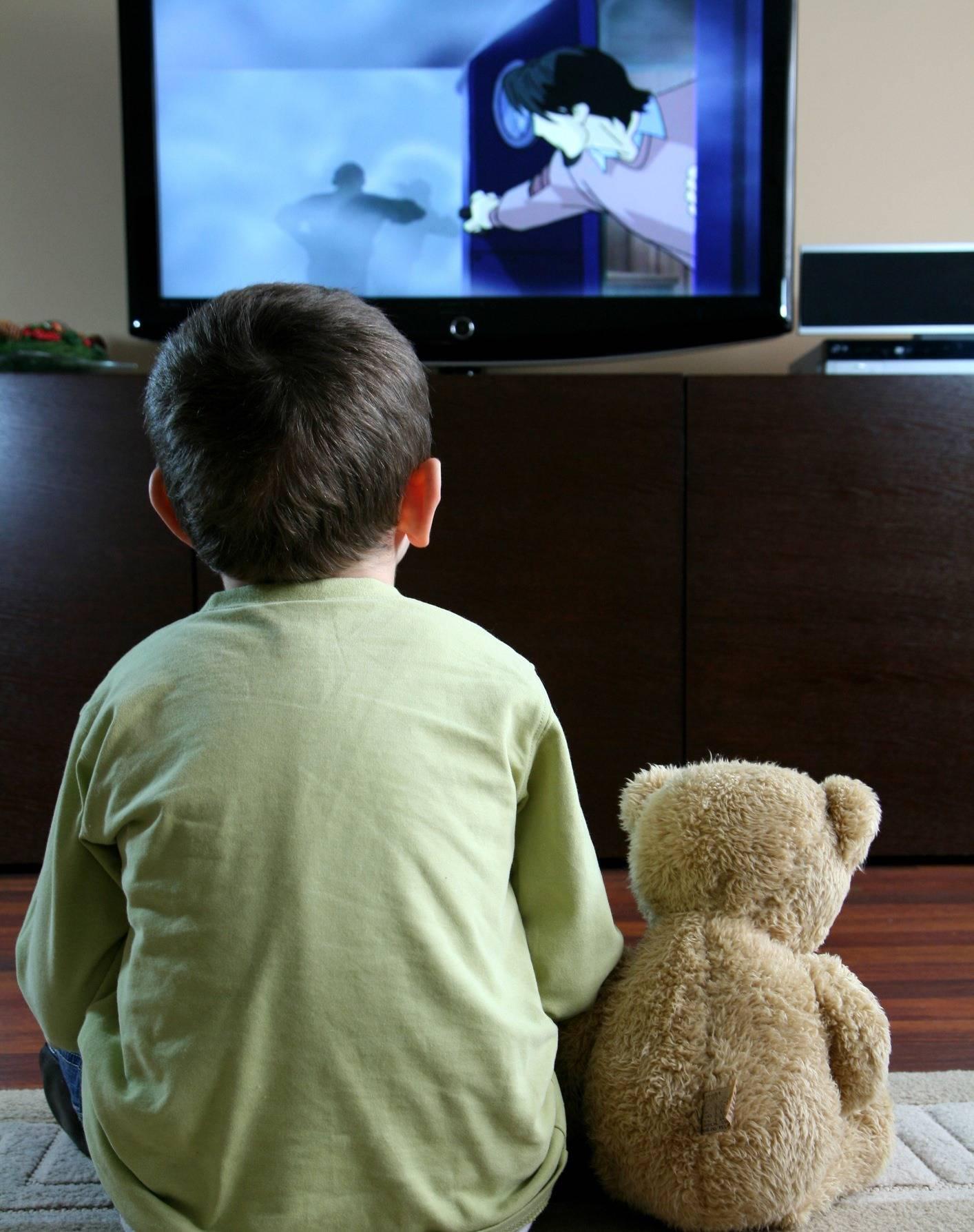 Сколько можно смотреть телевизор дошкольнику?