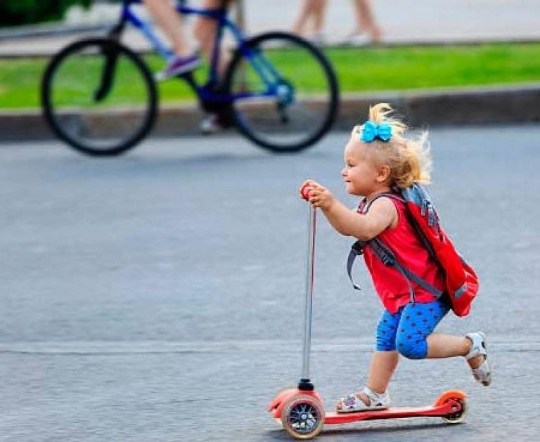 Как научить ребёнка кататься на самокате