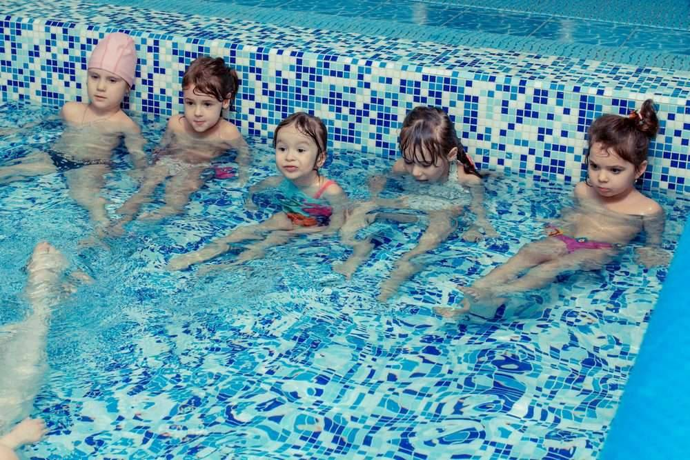 Можно ли кормящей маме плавать в бассейне?