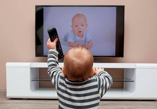 Можно ли смотреть телевизор грудничкам
