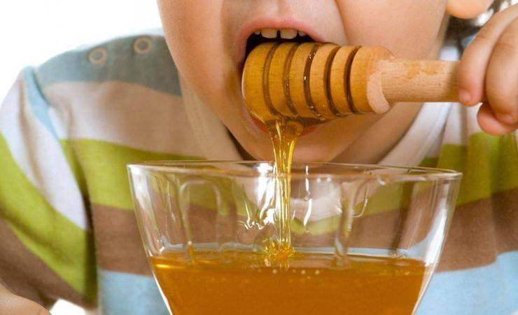 Как долго режутся первые зубы у грудничка: облегчаем боль подручными средствами