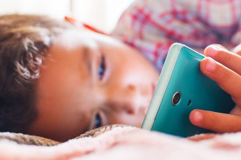 Потерянное детство: как отучить ребёнка от планшета?