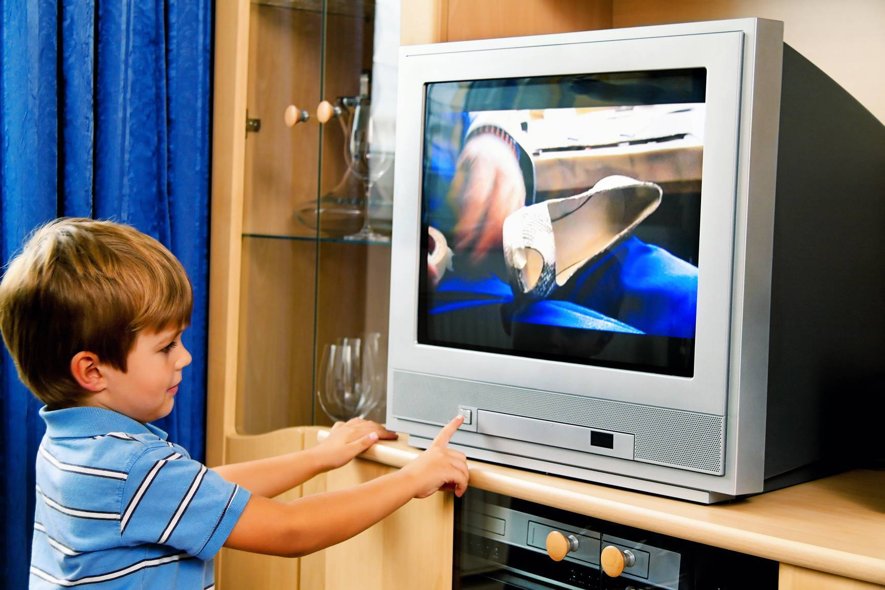 Можно ли грудничку смотреть телевизор