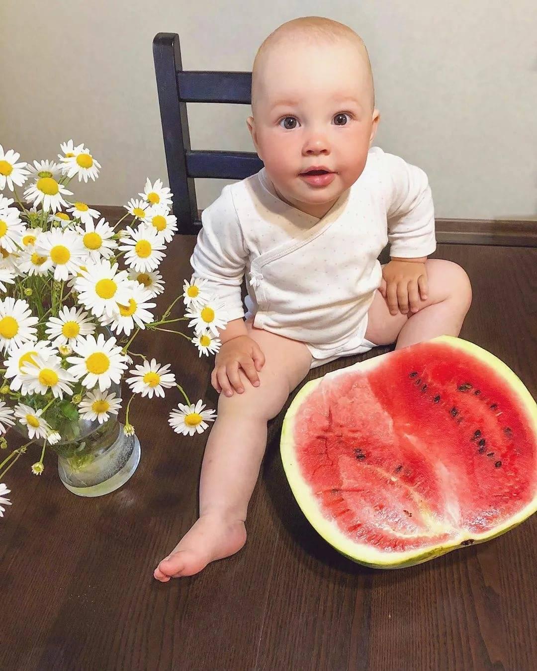 Детский рацион питания: с какого возраста можно давать ребёнку арбуз? можно ли давать арбуз ребёнку до года – мнения педиатров - автор екатерина данилова - журнал женское мнение