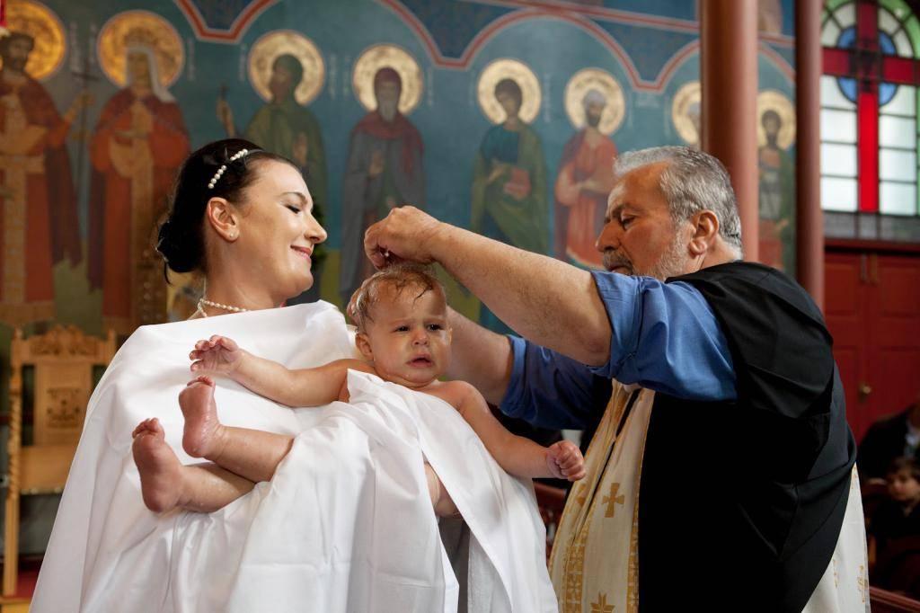 Обязанности крестного. что должны делать крестный отец и крестная мать?