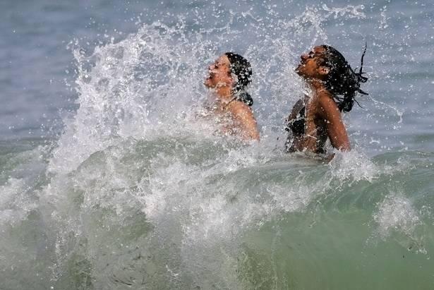 Купание кормящей мамы: можно ли плавать в море, озере, бассейне? когда купание при гв под запретом