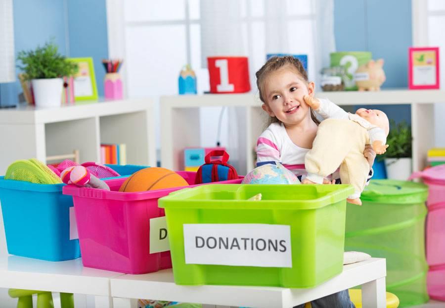 Ребенок не хочет убирать игрушки? как научить ребёнка убирать за собой после игры?