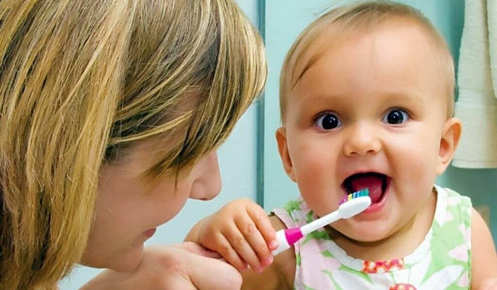 Как правильно чистить зубы ребенку и когда начинать это делать? - в севастополе