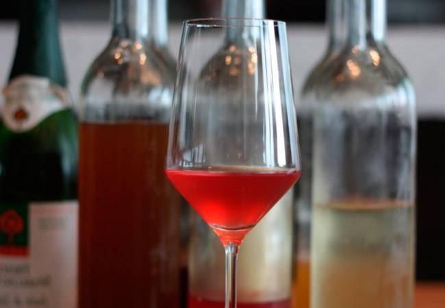 Можно ли пить кормящей маме вино