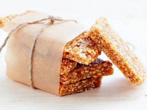 Можно ли кушать козинаки кормящей маме: домашние рецепты из семечек, кунжута,  орехов и меда