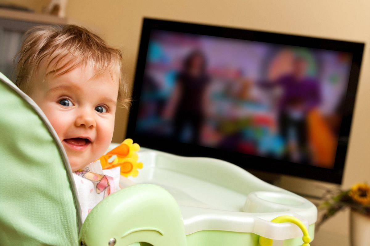 Можно ли смотреть телевизор грудным детям