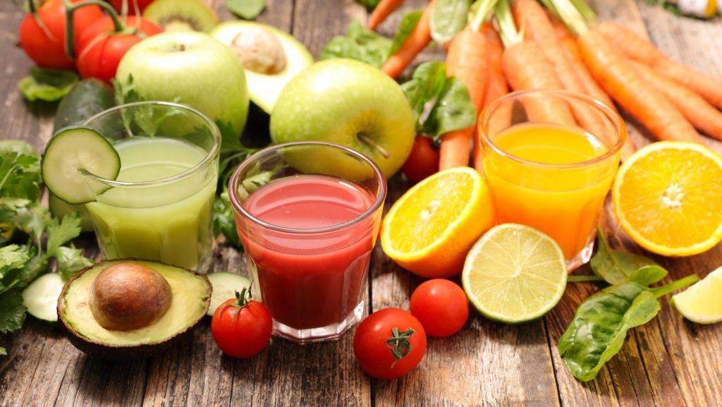 Почему фрукты полезнее свежевыжатого фруктового сока