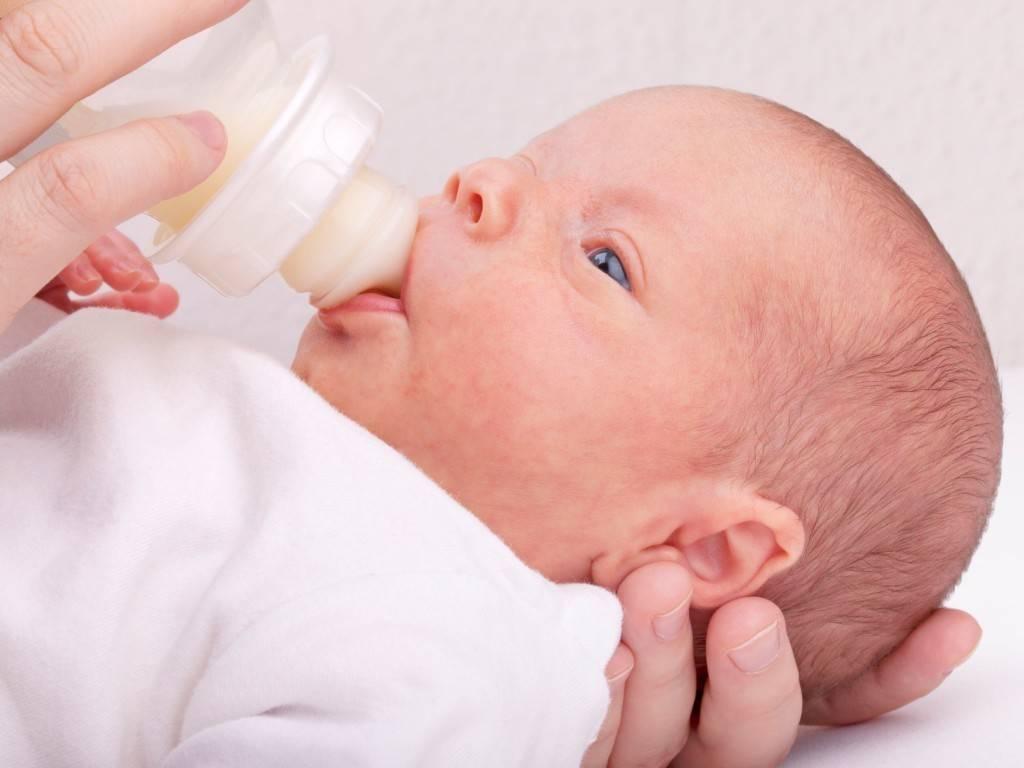 Икота у новорожденных после кормления: что делать маме