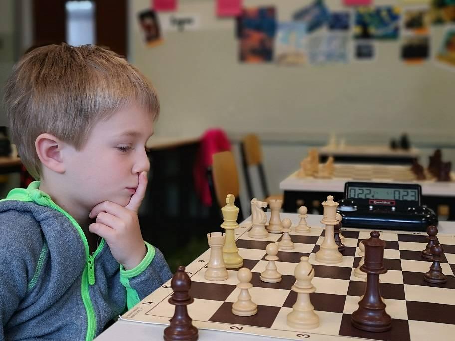 Учим ребенка играть в шахматы: как и зачем - parents.ru
