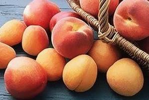 Персики при грудном вскармливании – можно есть или нет?