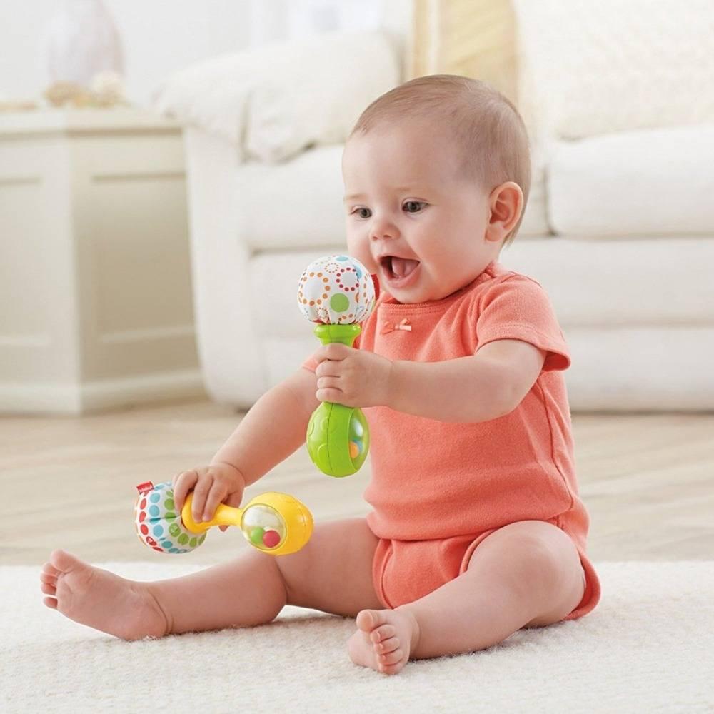 Когда ребенок начинает держать игрушки - все о беременности