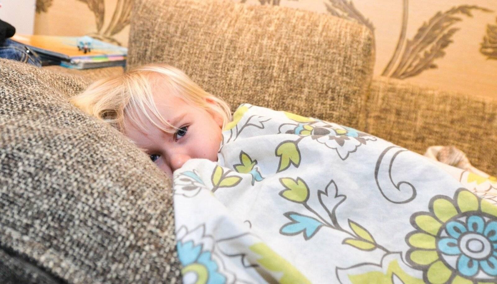 Ребенок 2 лет просыпается ночью и плачет: что делать? ребенку приснился плохой сон