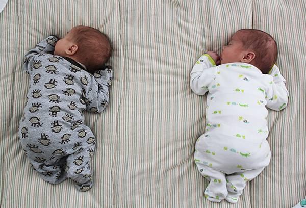 Можно ли спать на животе новорожденному ребенку?