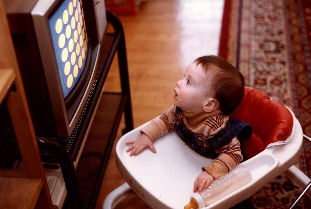 Почему детям до 2 лет нельзя смотреть телевизор и играть с гаджетами. наш ребенок.